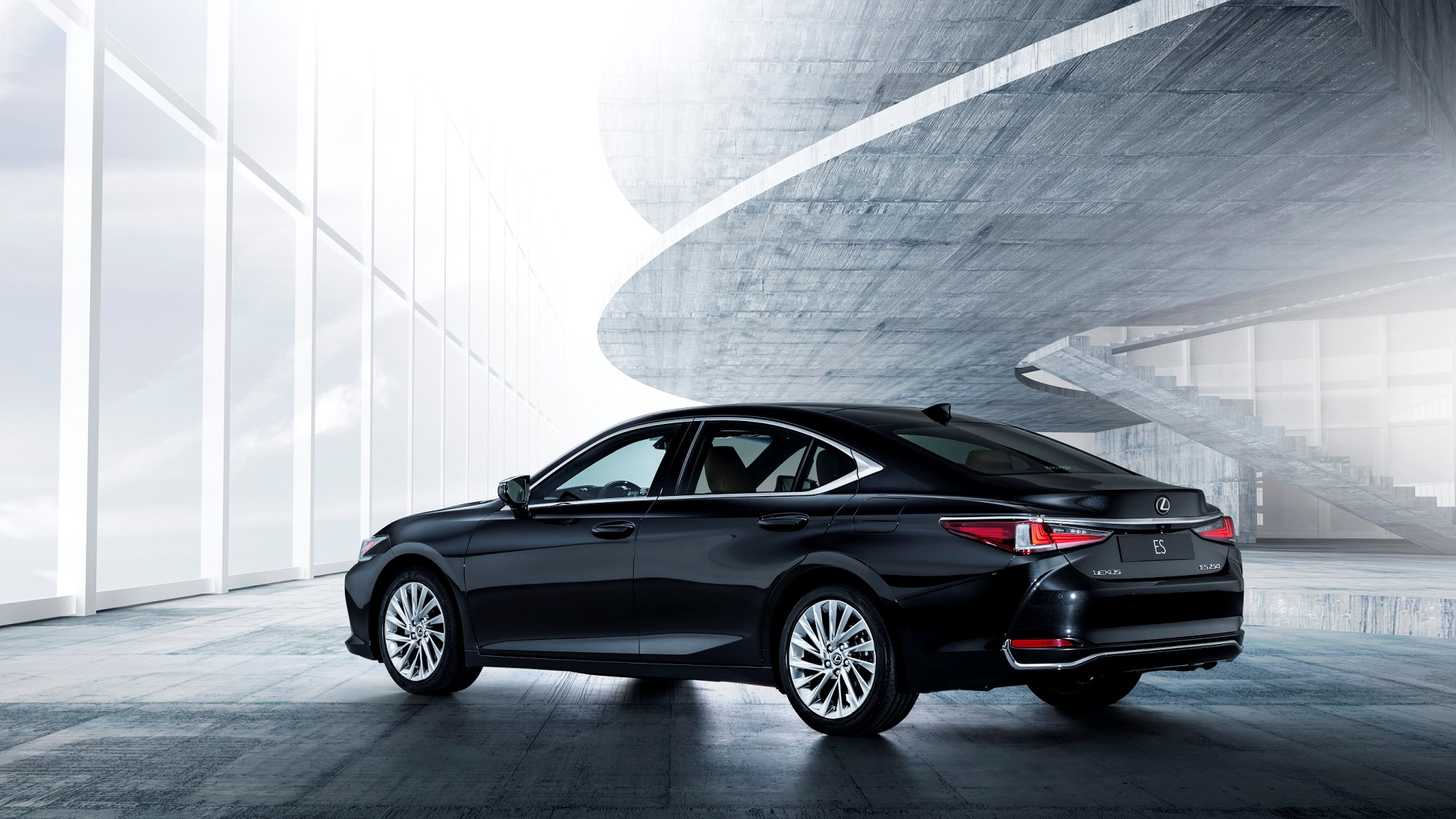 Lexus ES 300h Video Image