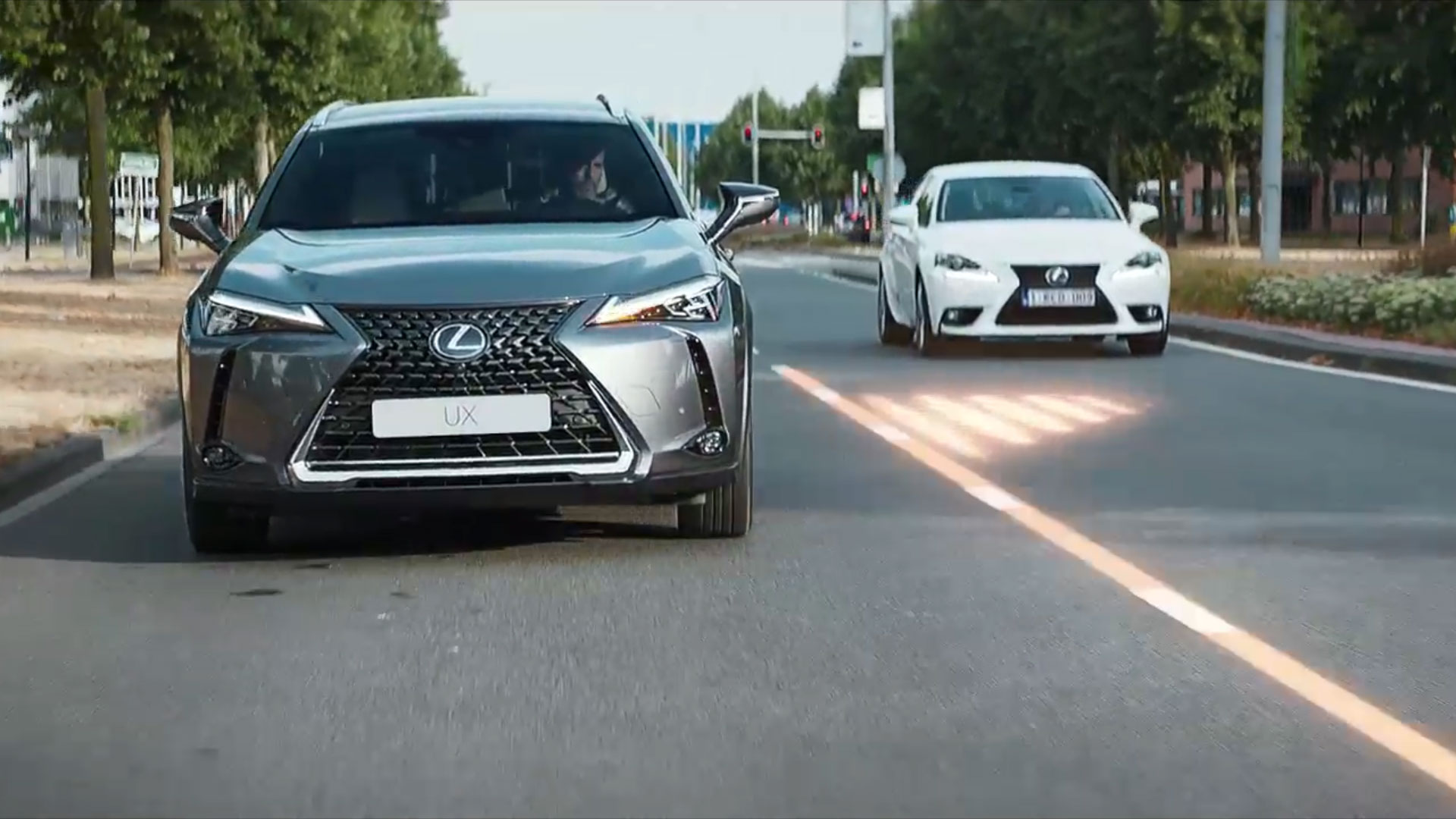 2018 lexus ux interactive technology safety blind spot monitor