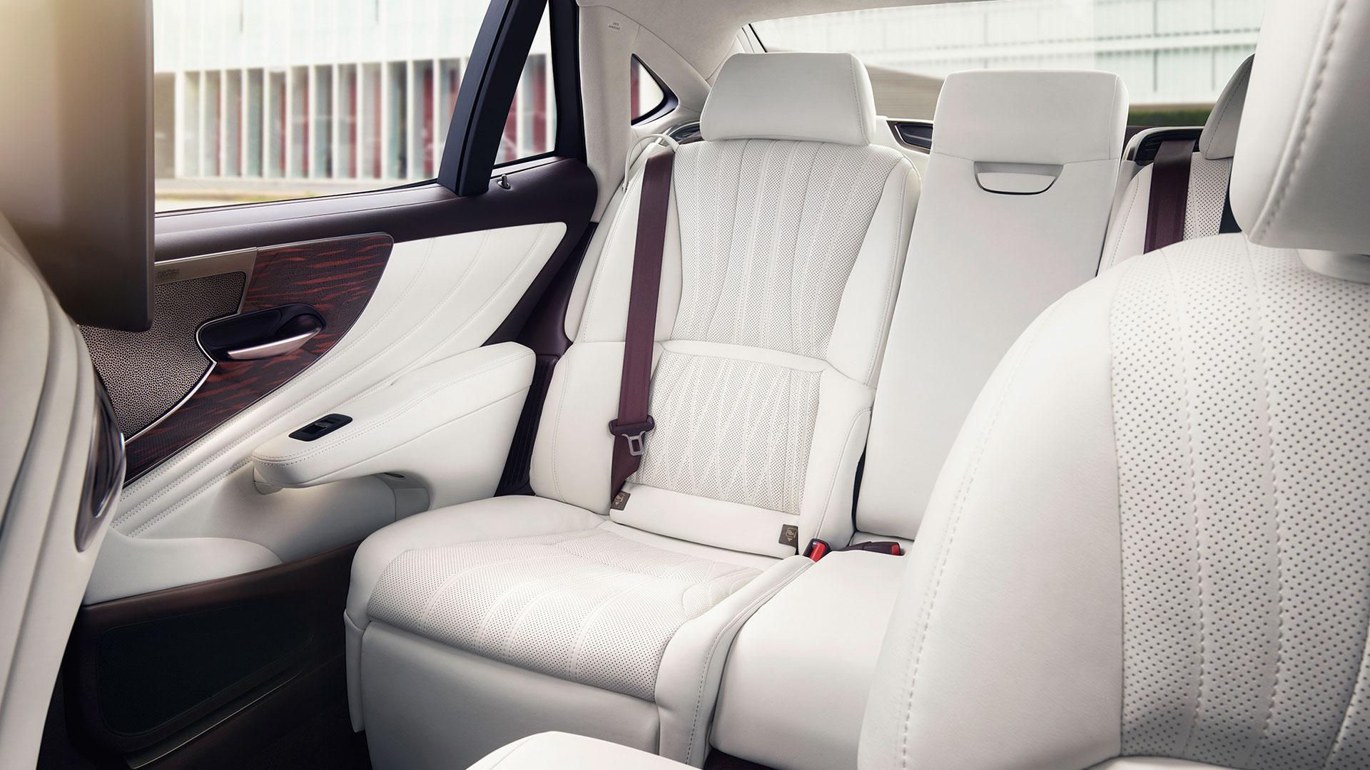 Lexus LS interior weiße Sitze