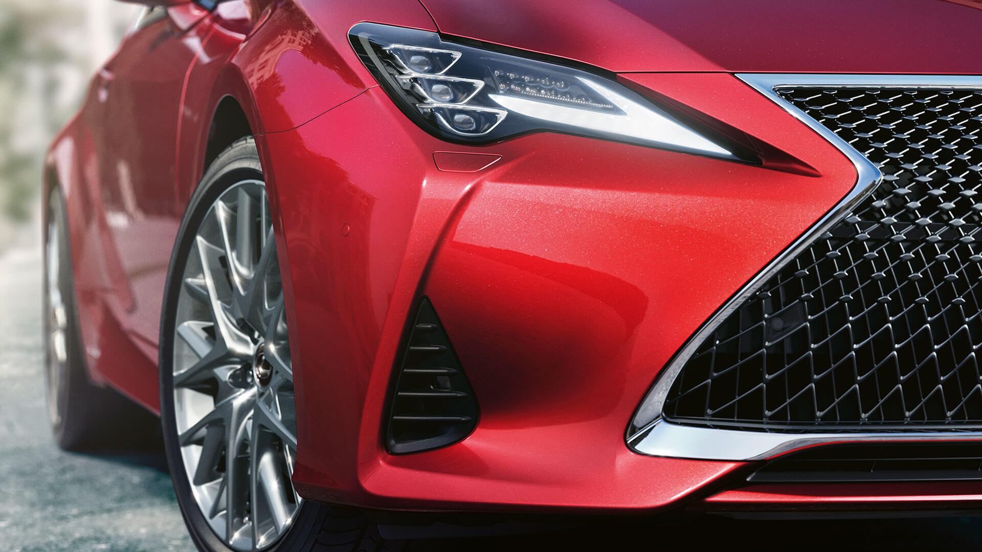 Lexus RC rot vorne Nahaufnahme Scheinwerfer