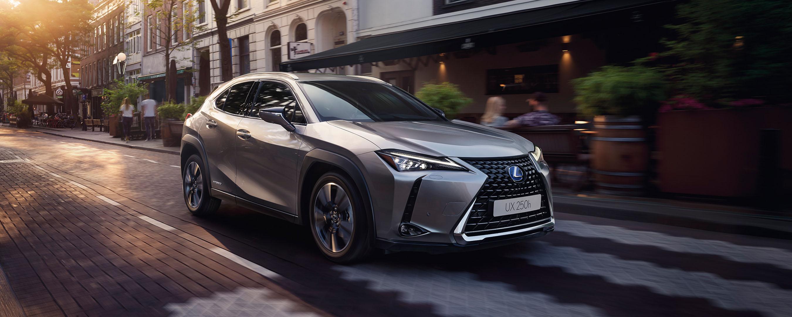 Lexus UX vordere Seitenansicht