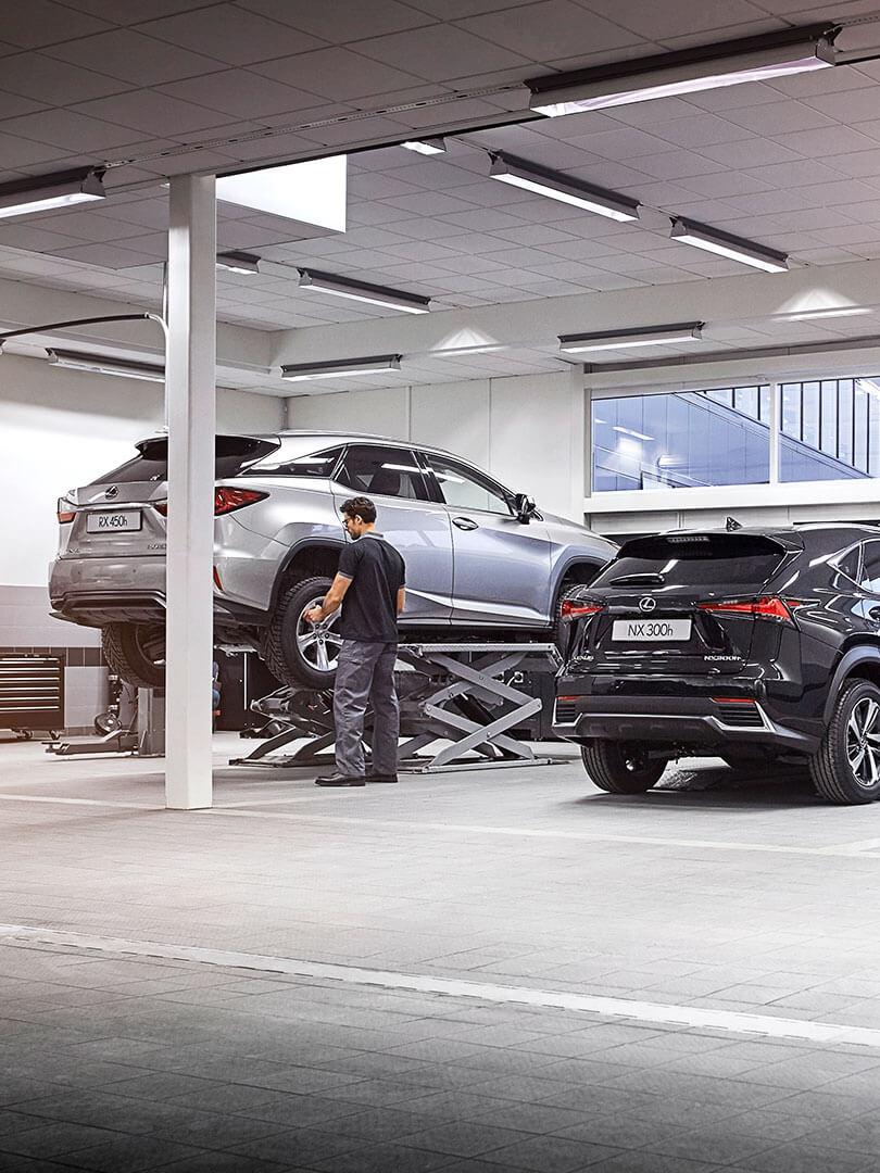 Lexus Hybrid in Werkstatt