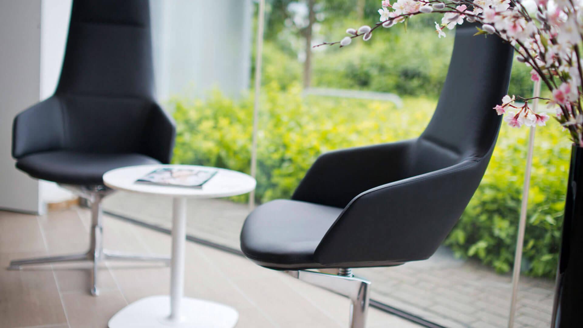 Lexus RC F Tisch mit Stühlen