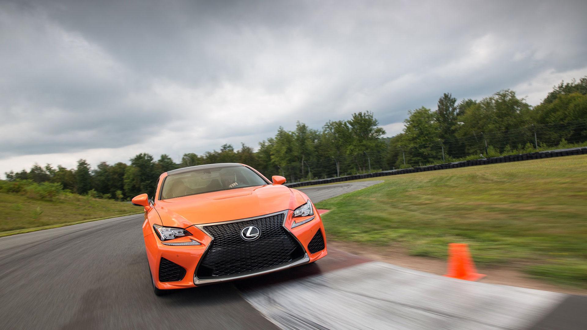 """Lexus ofrece ahora en sus versiones 2017 más deportivas """"F"""" hero asset"""