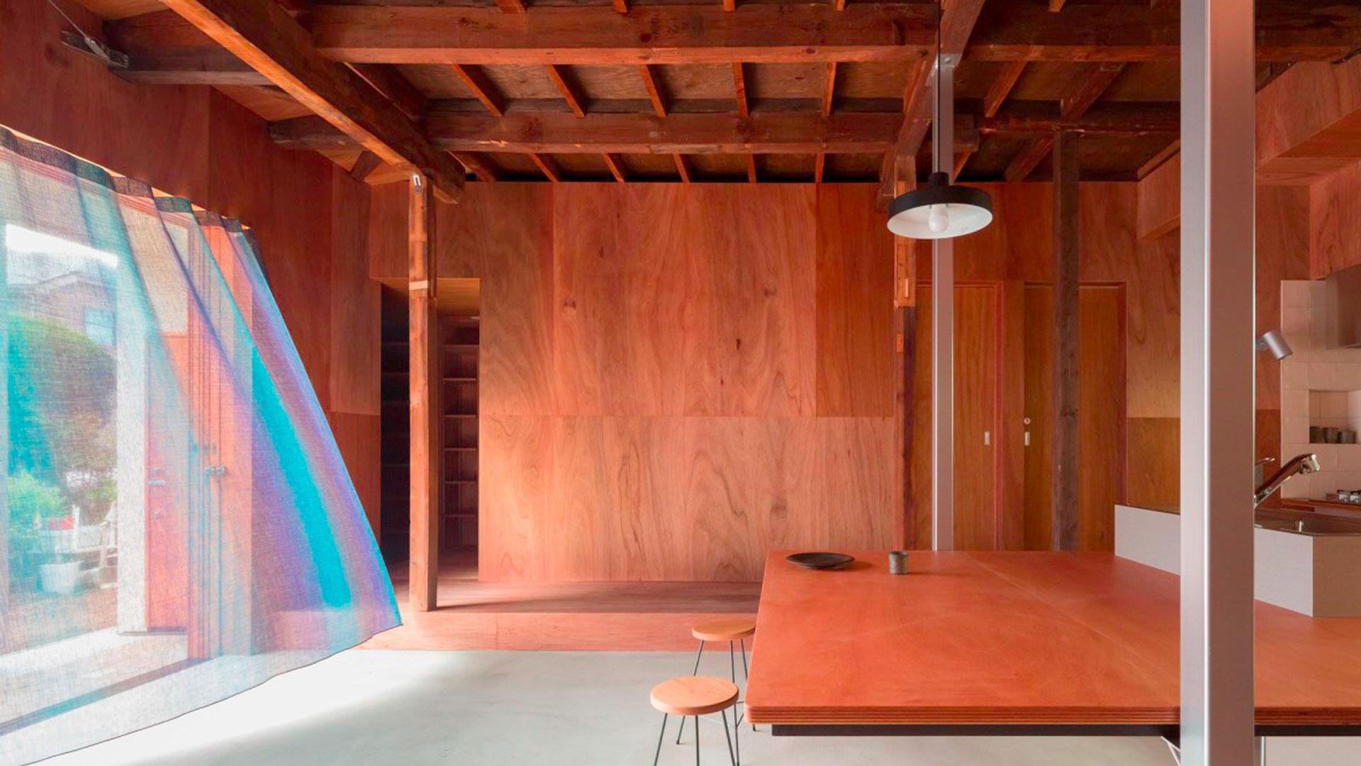 Imágenes de la vivienda rehabilitada por el estudio Atelierco Architects