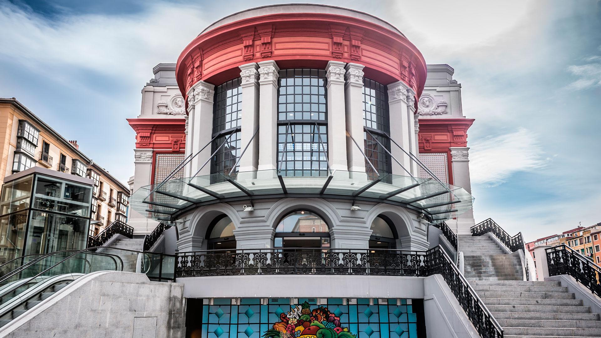 Fachada principal del Mercado de La Ribera en Bilbao