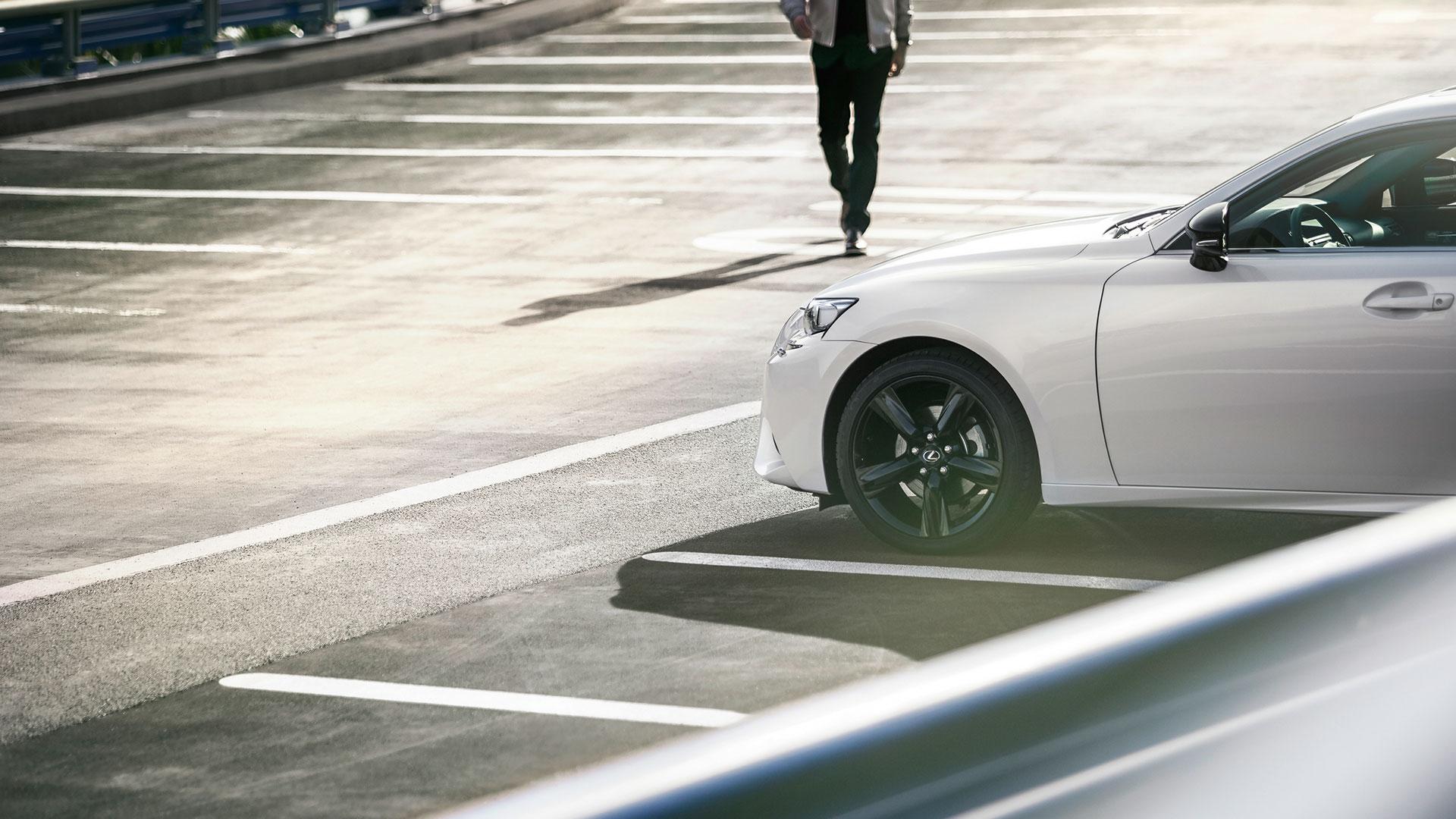 Lexus IS 300h fuerza ópera hero asset