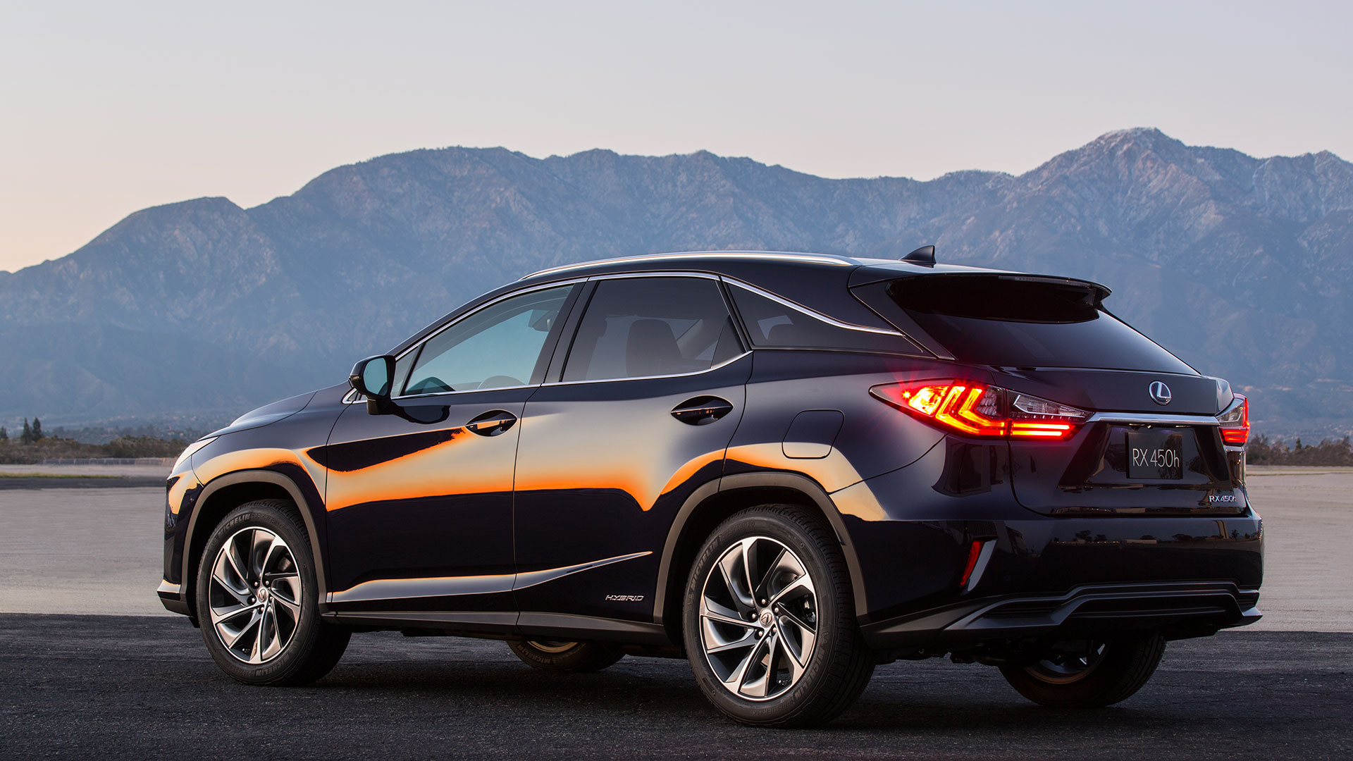 Lexus RX 450h hero asset