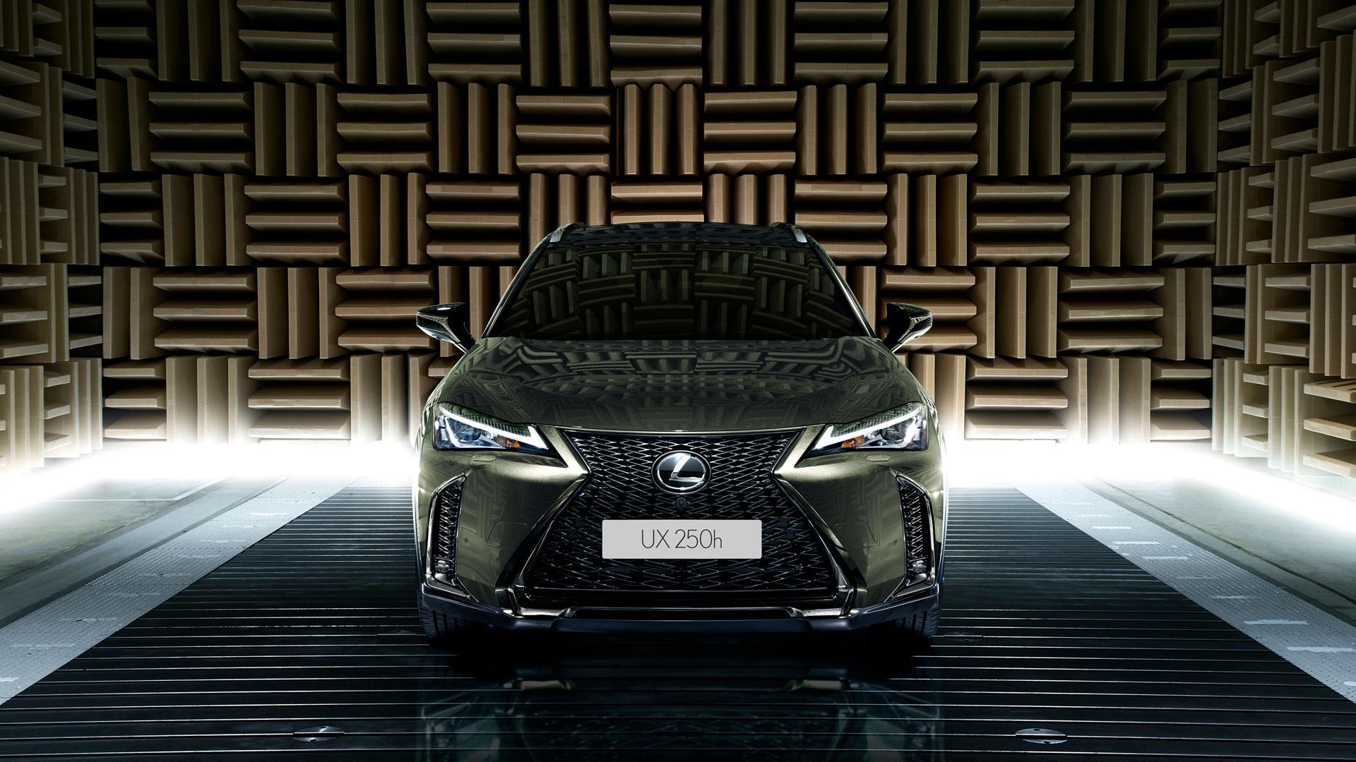 Lexus ux características hero asset