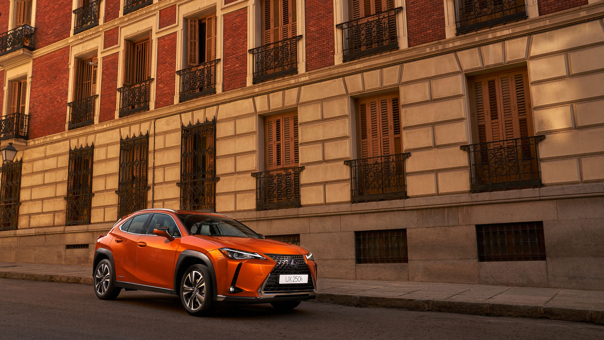 Imagen de la nueva campaña del Lexus UX 250h