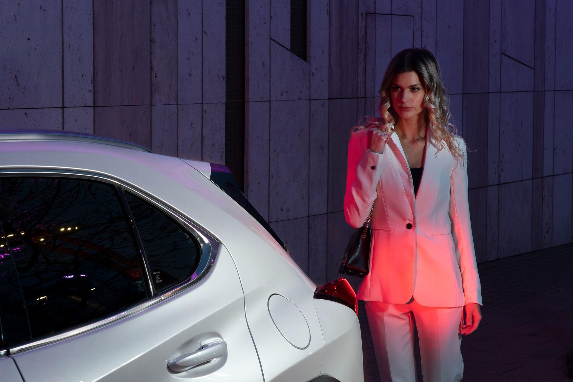 Weisz Fanni Lexus UX 11