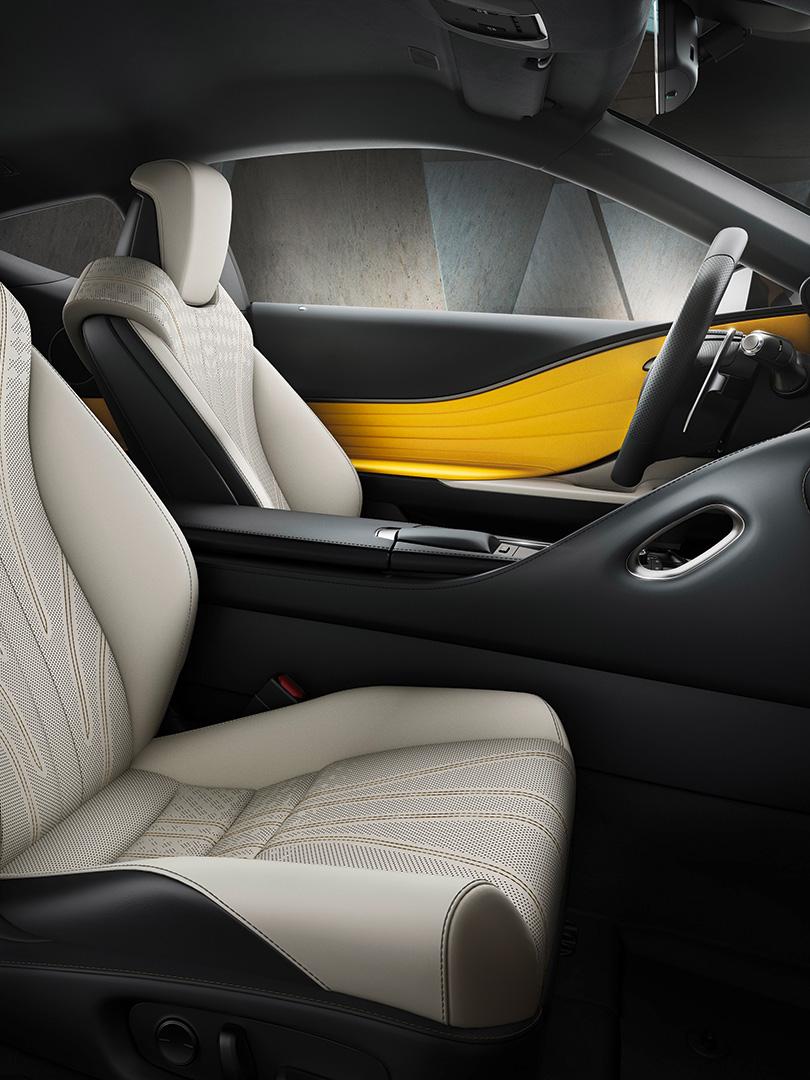 Lexus LC Flare Yellow Edition geel alcantara
