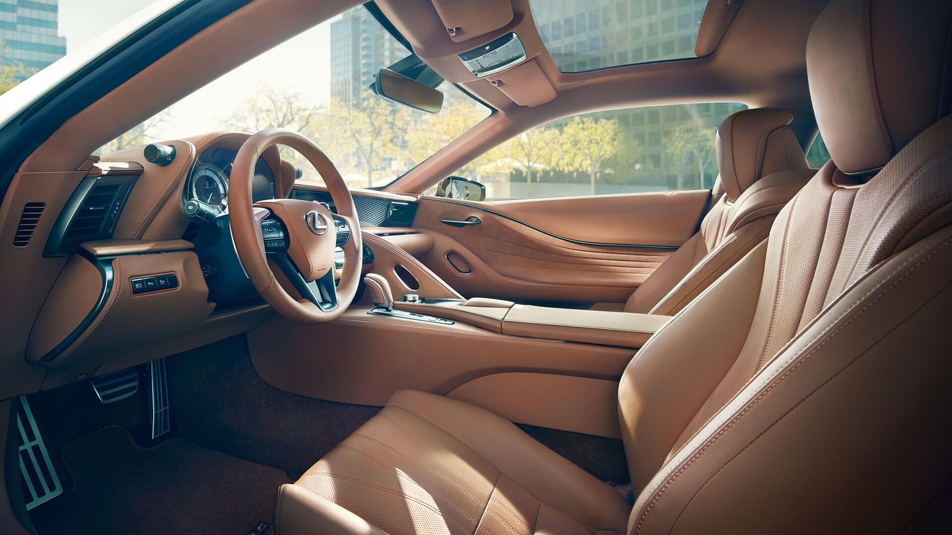 Beige interieur van een Lexus LC 500h