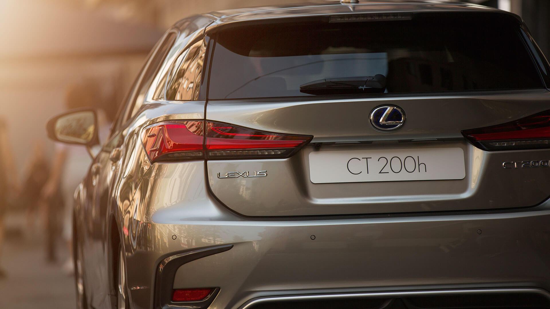 achterkant grijze Lexus CT 200h