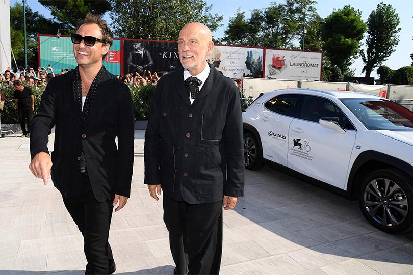 2019 014 Lexus UX en Brad Pitt schitteren samen op rode loper in Venetie img 1