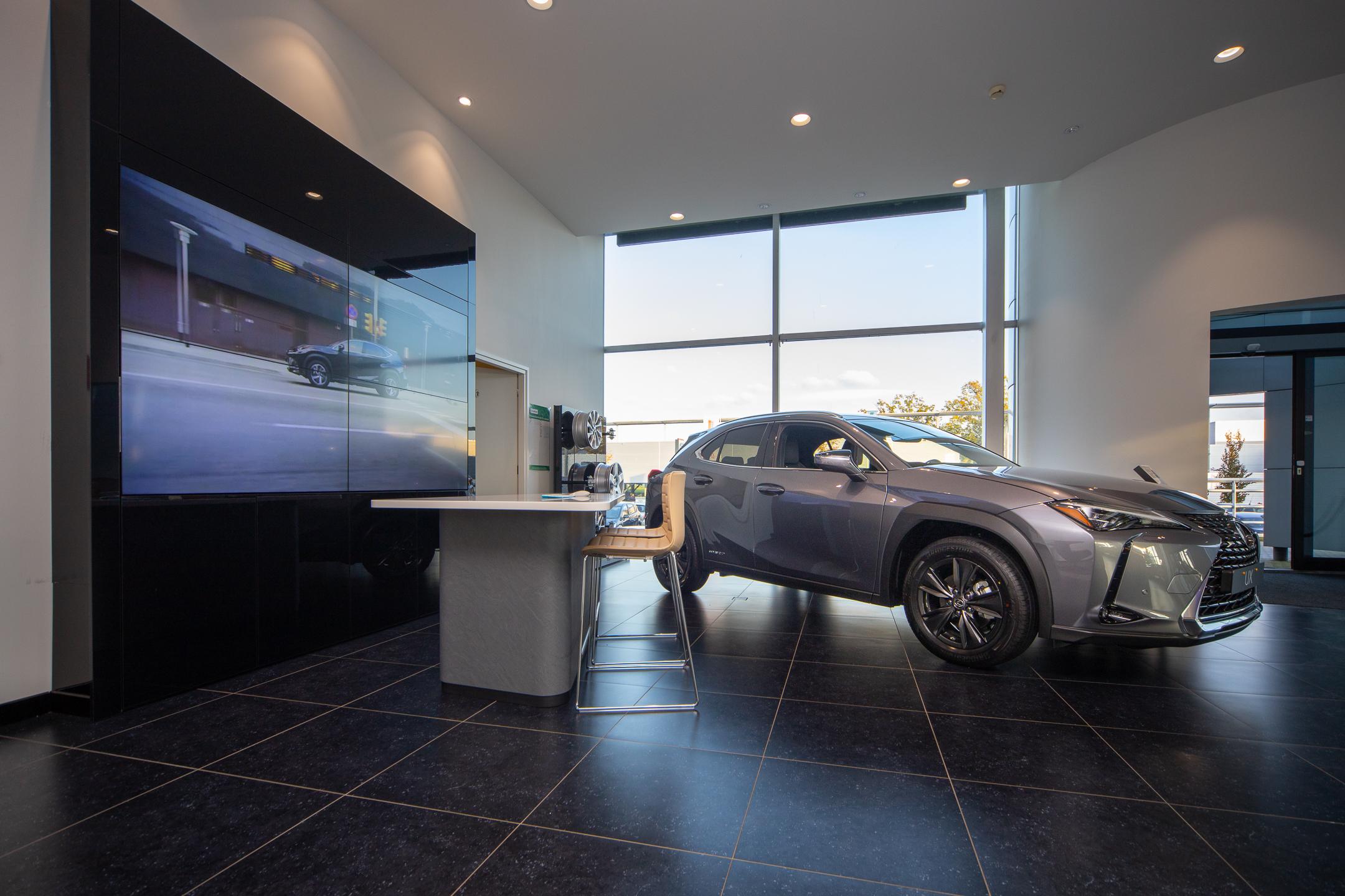 Showroom van Lexus Enschede
