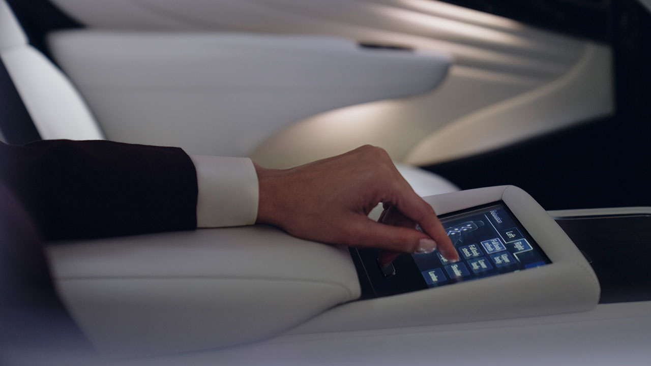 2020 lexus ls experience rear seat adjustment