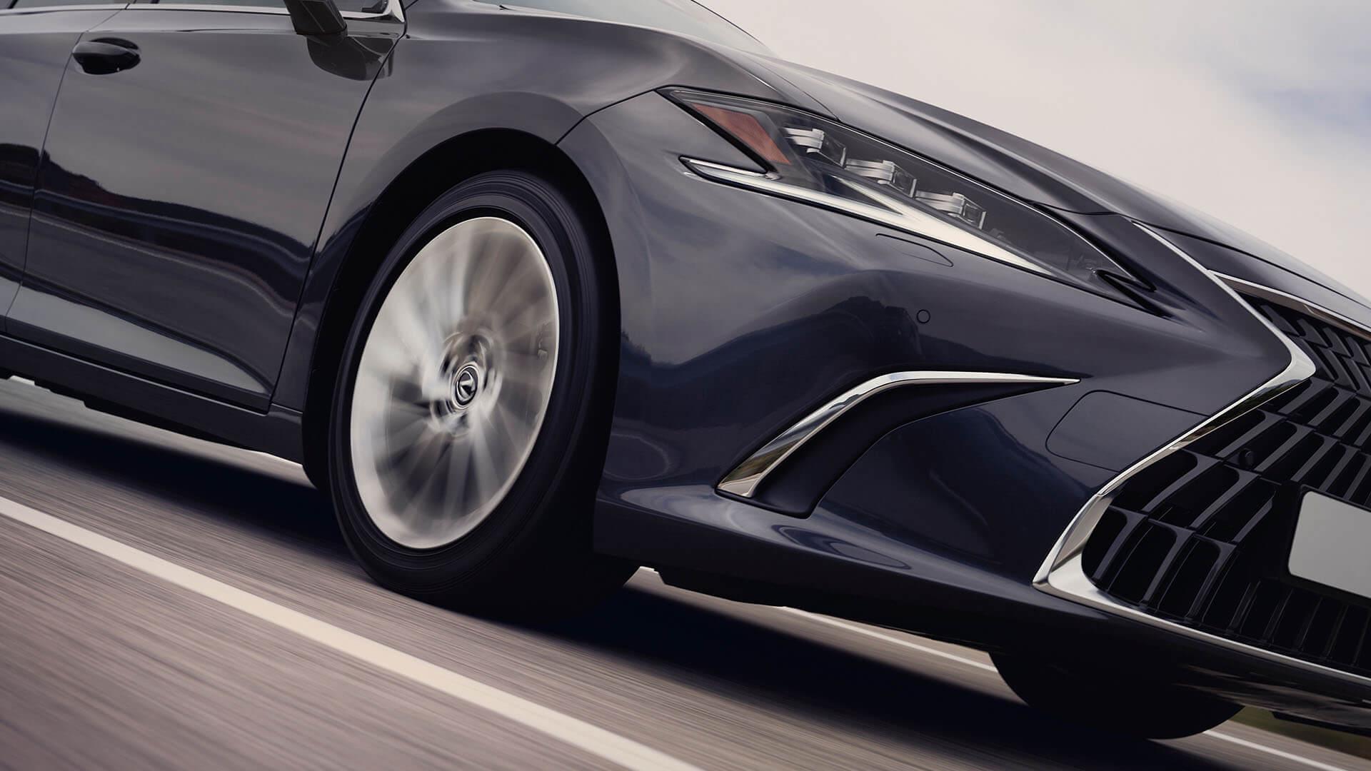 2022 RU lexus es experience exterior back new adaptive variable suspension