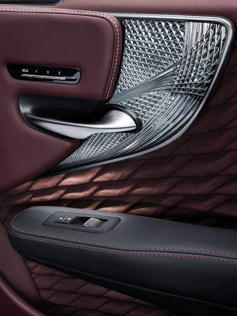 Lexus 30 rokiv luxury